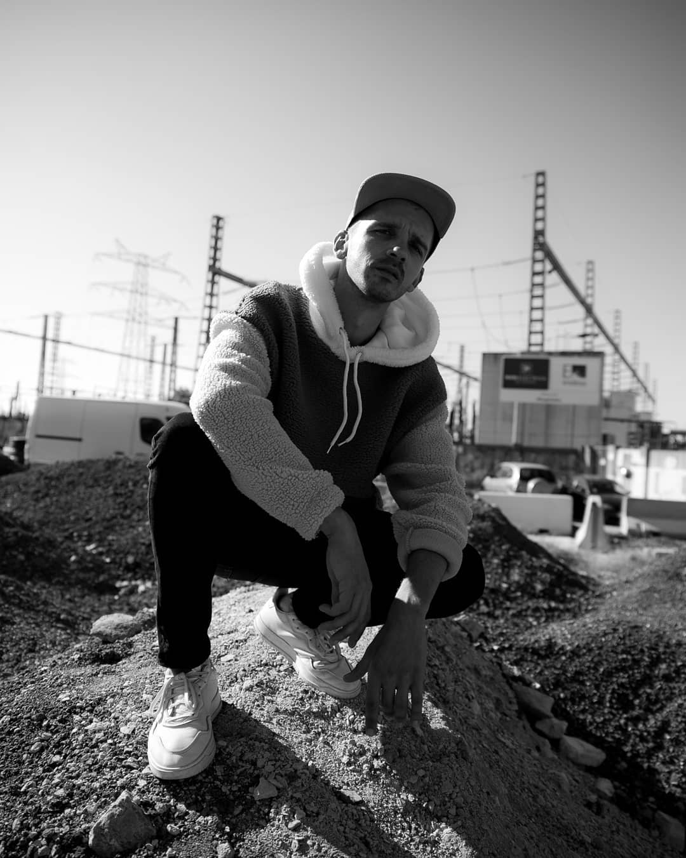 """El Noi de Tona: """"A la industria no le interesaría la música urbana si no fuese por la pasta"""""""